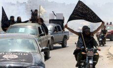 'Al Qaeda' Sīrijas atzars atkāpjas no frontes līnijas ar 'Islāma valsti'