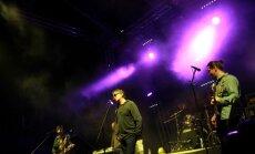 Foto: No pankroka līdz folkmūzikai - festivāla 'Laba daba' pirmās dienas koncerti
