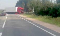 Divu kravas automašīnu sadursme uz Rīgas apvedceļa izraisa pamatīgu sastrēgumu