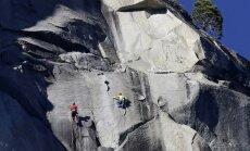 Foto: Veikts, iespējams, pasaulē bīstamākais kāpiens klintī