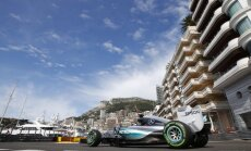 Hamiltons ātrākais pirmajos treniņos Monako, Verstapens otrais