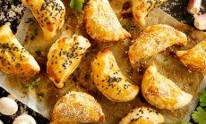 Lai māja smaržo pēc svētkiem! 10 pīrāgu receptes garšīgām brīvdienām