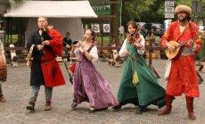 Senas dejas, mūzika un amatnieku prasmes – krāšņie Rīgas svētki aculiecinieka acīm