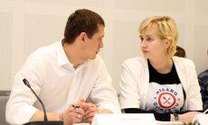 Foto: 'Oligarhu lietas' izmeklēšanas komisijas sēdes norise raisa nelielu haosu