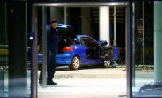 Foto: Pašnāvnieks ar auto ietriecas sociāldemokrātu galvenajā mītnē Berlīnē