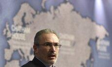 Hodorkovskim Krievijā aizmuguriski izvirza apsūdzības slepkavības organizēšanā