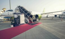 Foto: Pasaules lielākās aviokompānijas un 'airBaltic' Dubaijā atrāda gaisa kuģus