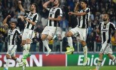 Juventus players celebrate