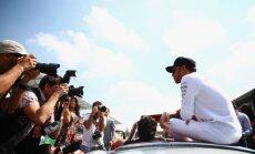 Hamiltonam Ķīnas 'Grand Prix' piespriests piecu starta vietu sods