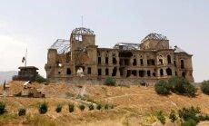 Foto: Afgāņi ķērušies pie zīmīgās Darulamanas pils rekonstrukcijas