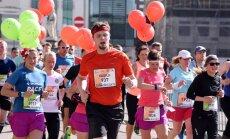 Foto: Kā izturīgi garo distanču skrējēji sacenšas Rīgas maratonā
