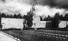 Brāļu kapu 100 gadu stāsts - drošsirdīgie strēlnieki, padomju necieņa un lāpas svētku vakarā