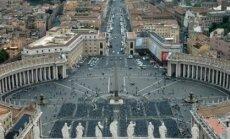 Vatikāns mīkstina toni pret gejiem un lesbietēm