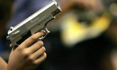 Zviedrijā policija nošāvusi invalīdu, kuram rokā bija rotaļu ierocis