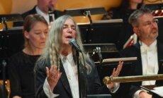 Foto: Nobela prēmijas laureāti pulcējas uz svētku mielastu Stokholmā