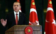 Turcija nevēlas bojāt attiecības ar Krieviju; Su-24 nebombardēja 'Daesh', uzsver Erdogans