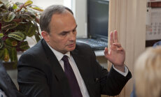 Dombrava pārmet Pimenovam Padomju Savienības slavināšanu; lietu skatīs Saeimas ētikas komisija