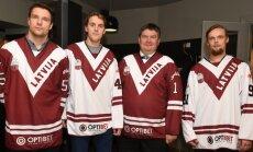 Foto: Prezentētas Latvijas hokeja izlases jaunās pārbaudes spēļu formas