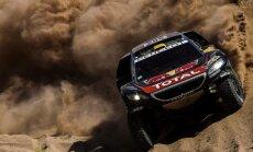 Peteransels Dakaras rallija 10. ātrumposmā iespaidīgi 'pazemo' savus konkurentus