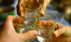 40% alkoholisko dzērienu cenas nākamgad pieaugs par vismaz 1,10 eiro
