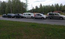 Foto: Ziepniekkalna ielā saskrējušies seši auto