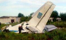 Video: Ukrainā notriekta transporta lidmašīna; aizdomas, ka raķete izšauta no Krievijas