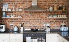 Mūra mājas šarms virtuvē – apskaužami interjeri ar ķieģeļu sienām