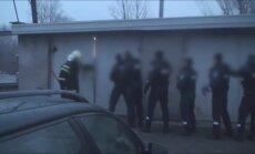 Video: Kā policija garāžā Tartu atklāj vjetnamiešu imigrantus