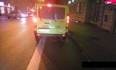 Foto: Taksisti Rīgā iecienījuši veloceliņus