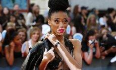 'Briesmīgi' skaistas: 10 zvaigznes, kas kļuvušas populāras neparastās ārienes dēļ
