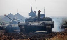 Mediji: Krievija Ukrainas robežas tuvumā steidz būvēt militāro pilsētiņu