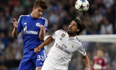 Real Madrid s Sami Khedira (R) is challenged by Schalke 04 s Roman Neustadter