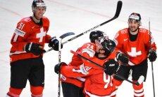 Šveice ar astoto uzvaru pēc kārtas iekļūst PČ pusfinālā