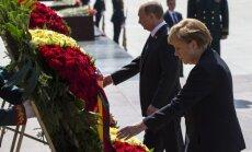 Меркель в Москве возложила цветы к Могиле Неизвестного Солдата