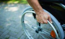 Liegums tiesnesim būt par sava ģimenes locekļa - invalīda asistentu neatbilst Satversmei
