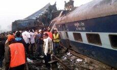 Крушение скорого поезда в Индии: свыше 140 погибших