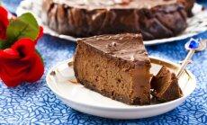7 šokolādes skavās slīgstošu siera kūku receptes saldām brīvdienām