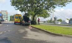 ФОТО: Авария в Пардаугаве, на месте работает скорая