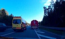 ВИДЕО: Лихач за рулем машины скорой помощи нарушает правила