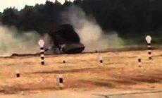 Video: Krievijas tanku biatlonā kuveitiešu komanda apmet kūleni