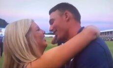 Video: Golferis pēc panākuma no draudzenes nesaņem buču