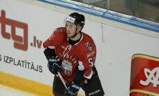 Latvijas hokeja izlases debitantam Demiteram PČ beidzas pirmajā treniņā Prāgā