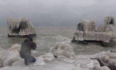 Iespaidīgi kadri: Mežonīgās jūras radīti mākslas darbi Liepājas Ziemeļu fortos