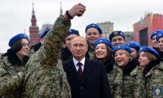 Aizbildinoties ar 'ģeopolitisko sacensību', Kremlis dubulto izdevumus 'patriotiskajai izglītībai'