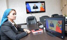 Foto: Kā Putina runu ļaudis klausījās 'pilīs un būdiņās'