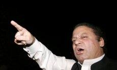 Pakistānas premjers Šarifs atkāpjas korupcijas skandāla dēļ