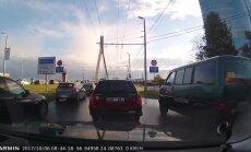 Video: Nekaunīgs autobraucējs pie Vanšu tilta