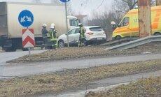 ФОТО: Опасный поворот на Тирайне - в ДТП попала семья с ребенком (дополнено в 16.57)