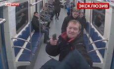 Video: Pilnā metro vagonā Maskavā divi krievi nošauj dagestānieti
