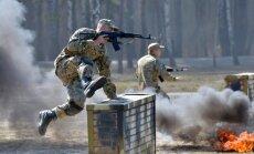 BBC uzņem filmu par Krievijas iebrukumu Latvijā; drošības eksperti mierīgi